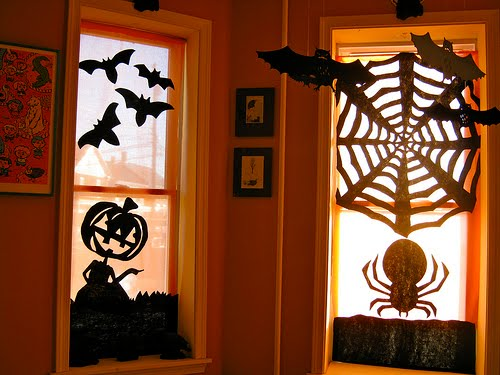 halloween_sil_curtains
