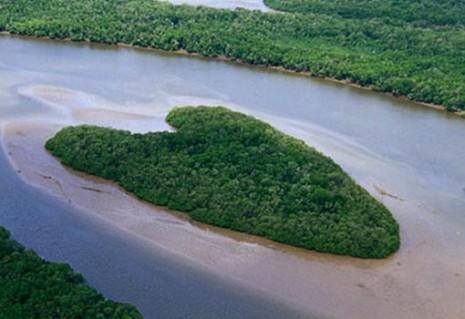 corazon Isla en forma de corazón, Brasil