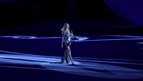 juegosinaUGURACIONGisele Bündchen representó a la 'Chica de Ipanema'