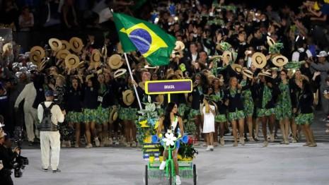 juegosinauguracionLa última nación en desfilar es el anfitrión Brasil