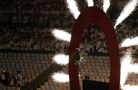 paralimpicosaperturaatleta-aaron-wheelz-saltade-una-mega-rampa