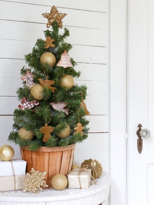 arboles-navidad-decoracion-mesa-maceta-madera