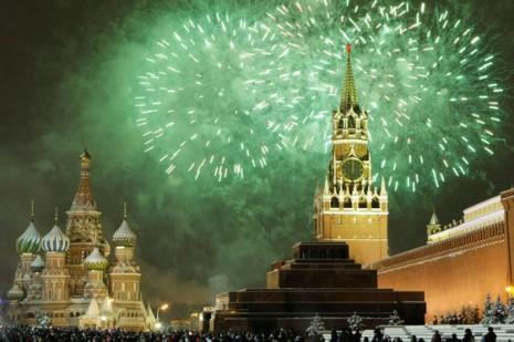 AÑO Plaza Roja, de Moscú. Al fondo, el Kremlin y la catedral de San Basilio