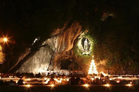 lourdesJuan Pablo II y la Virgen de Lourdes.jpg1