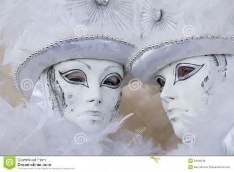 máscara-blanca-del-carnaval-en-venecia-italia-23498316
