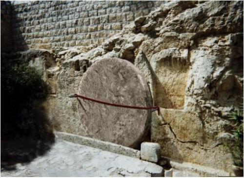 tumbajesus-sealed-tomb