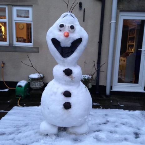 snowmanB7s3tN_IgAE0qMm