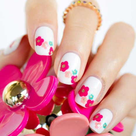 marc-jacobs-daisy-spring-nails
