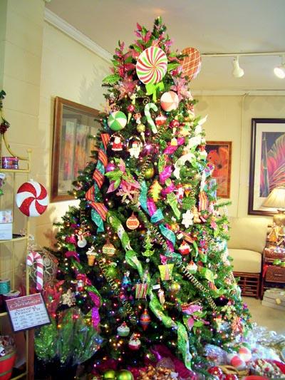 arbol-de-navidad-decorado-con-dulces-chucherias-y-golosinas