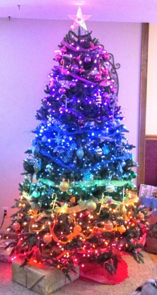 arbol-navidad-precioso-colores-distintos